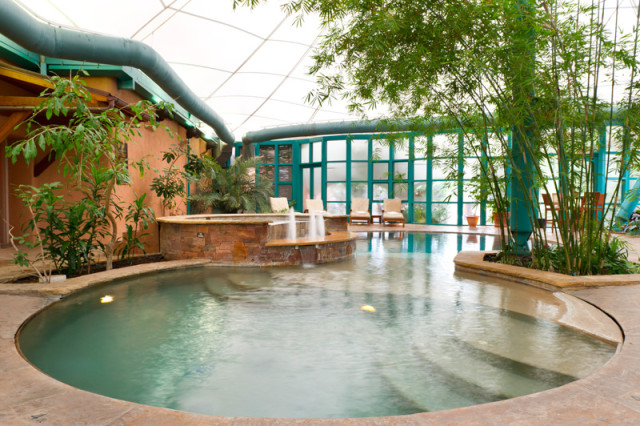 Taos-El-Monte-Sagrado-Interior-Aqua_Center_pool_hot_tub (1)